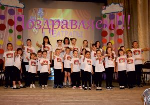 "Read more about the article День рождения ""Веселого чемоданчика"""