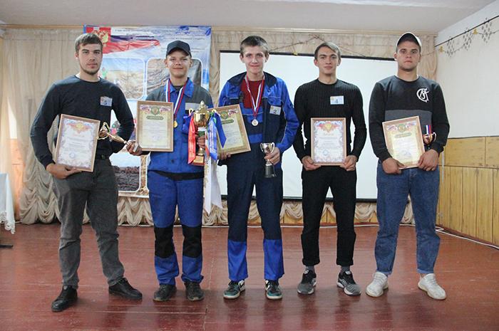 Read more about the article Награждение молодых трактористов